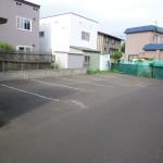 駐車場(建物入口側)