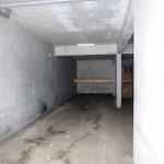 1階車庫・奥専用収納棚付