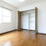 寝室・窓・クーロゼット
