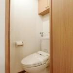 トイレ:温水洗浄便座・上部ロール紙収納